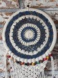 Dromenvanger gehaakt blauw met gekleurde kralen_