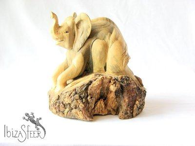 Olifant houtsnijwerk A